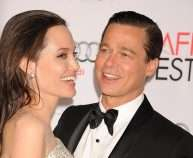 389CCC7200000578-3798552-Done_Angelina_Jolie_has_filed_for_divorce_from_Brad_Pitt_couple_-a-136_1474389679091