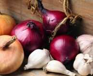 Onion-and-garlic-varieties-640x380