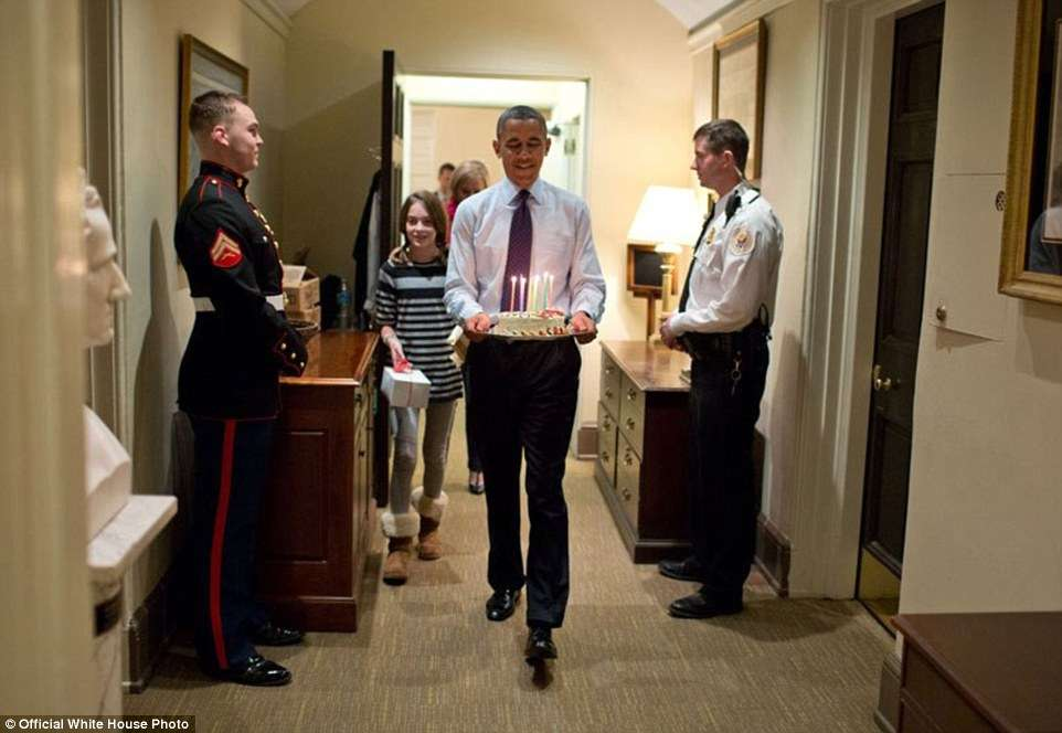 3A3F902900000578-3926100-President_Barack_Obama_joined_by_Chief_of_Staff_Denis_McDonough_-a-2_1478871703007