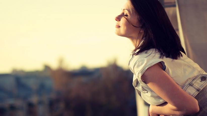20150708124649-simple-secret-happy-life-woman-enjoy-joy