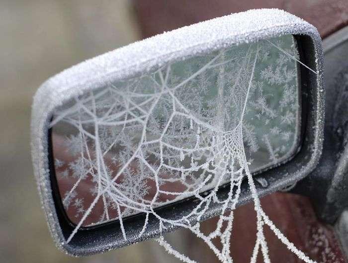 frozen-car-art-winter-frost-2-588090288142a__700