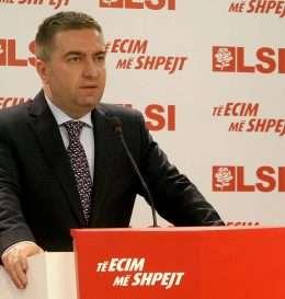 Sekretari i Pergjithshem i LSI, Luan Rama, duke folur gjate nje konference shtypi, ku ka kerkuar nga kryeministri Edi Rama, qe te krijoje nje komision te posacem gjitheperfshires per festimet e 70 vjetorit te Clirimit te Shqiperise nga okupatori nazifashist.
