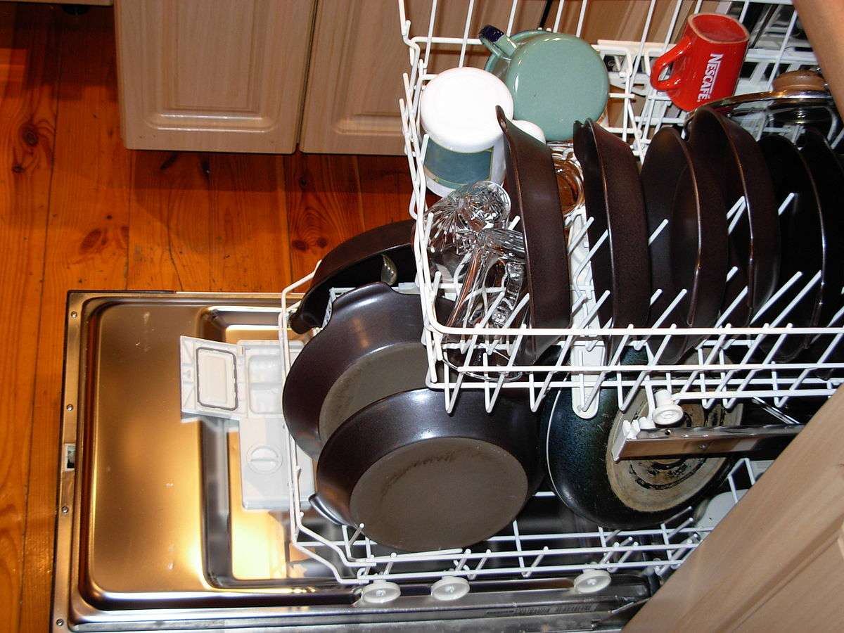1200px-dishwasher_with_dishes
