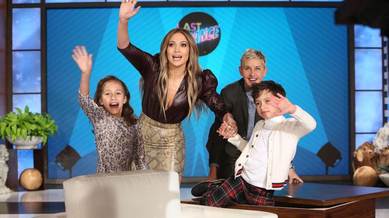 Binjakët e Jennifer Lopez ia vjedhin  show n  nënës