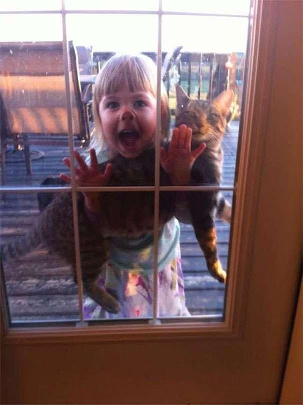 funny-kids-babysitting-pets-3-58f71be6588aa__605