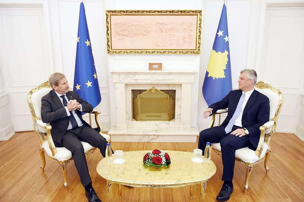 Thaçi i zemëruar  Deklaratat e Hahn tregojnë se BE së s i bëhet vonë për Kosovën