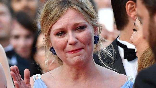Çfarë e bëri Dunst të qajë në tapetin e kuq?!