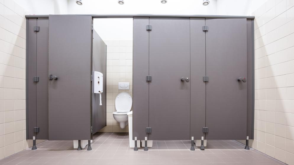 cili-eshte-rreziku-i-perdorimit-te-wc-publike