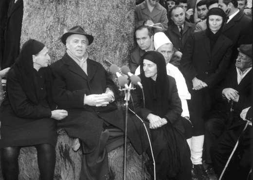 Flet fotografi i Enver Hoxhës  Si ia dilja përballë tij