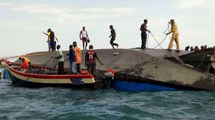 Qindra të zhdukur pas përmbytjes së anijes në Tanzani