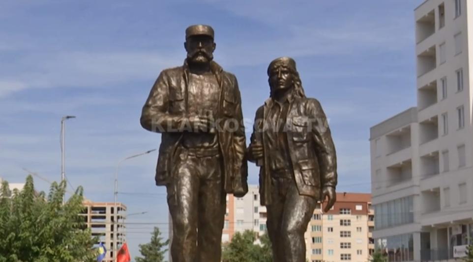 Pesë presidentë nderojnë Fehmi e Xhevë Lladrovcin