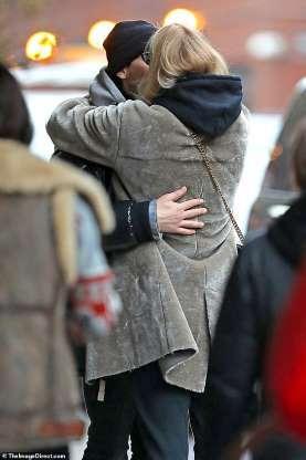 Sophie Turner Dhe I Fejuari Saj Joe Jonas Jan Par Duke U Puthur N Qytetin E New Yorkut Para Se Aktorja 22 Vjeare T Futej Aeroplan