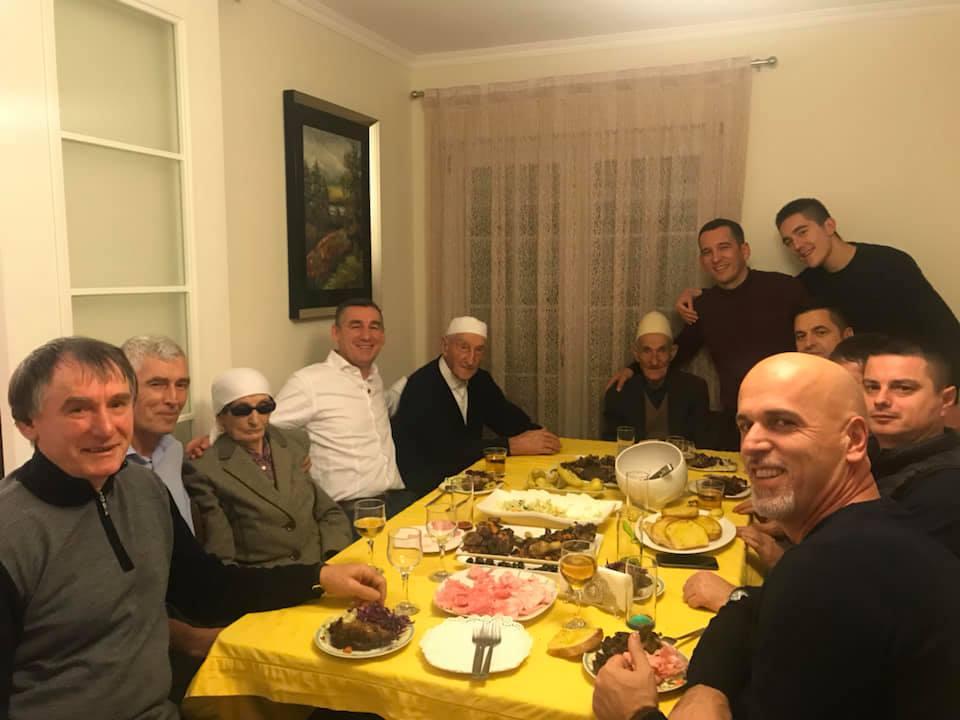 Kadri Veseli feston krijimin e Ushtrisë me familje