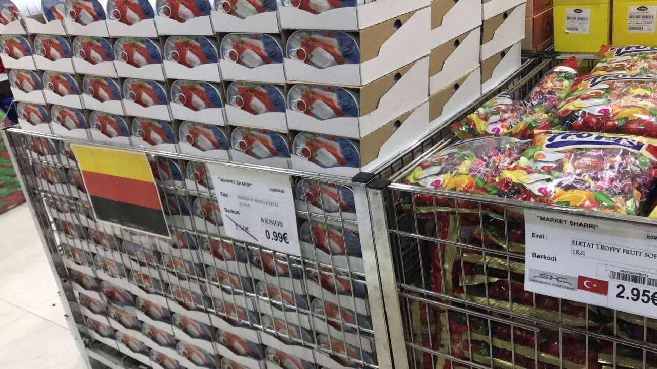 Bizneset në Drenas vendosin flamujt në produkte