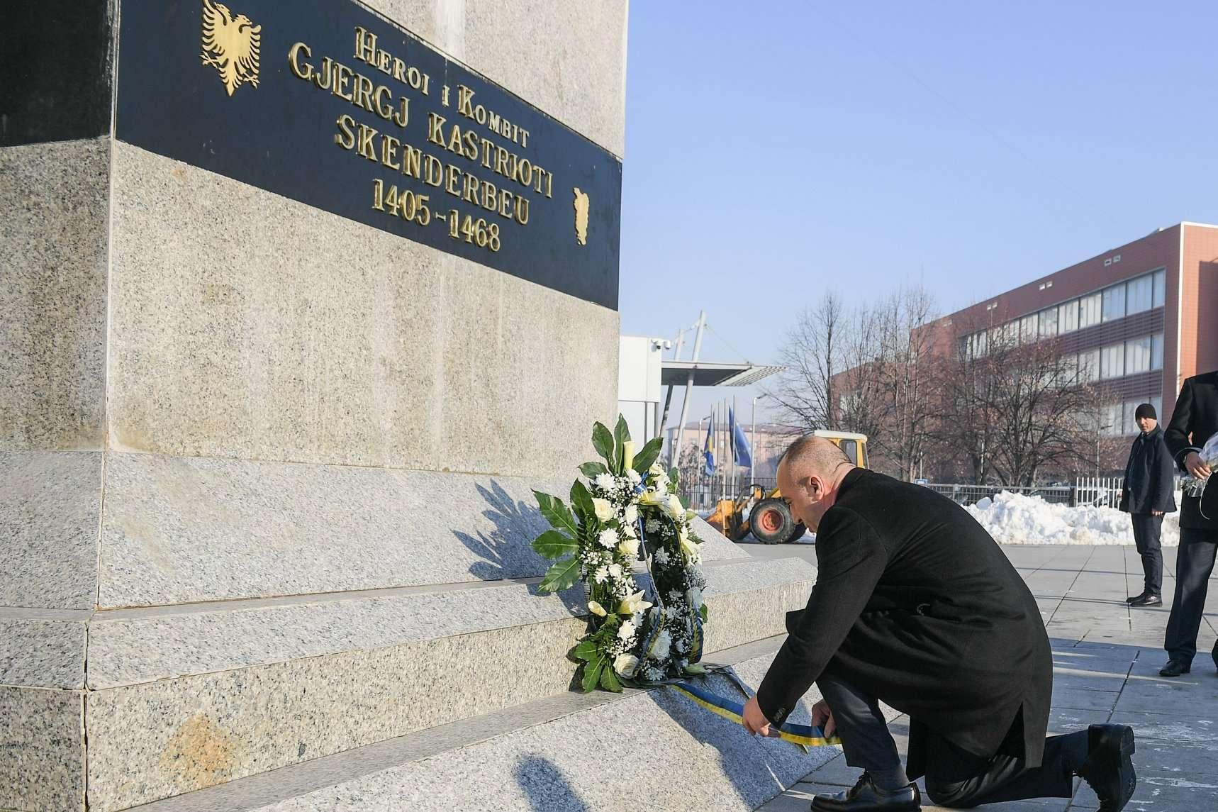 550 vjet nga vdekja e Skënderbeut   Haradinaj nderon Heroin Kombëtar