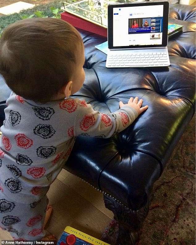 Anne Hathway Tregon Se Djali I Saj Pëlqen Camila Alvesin