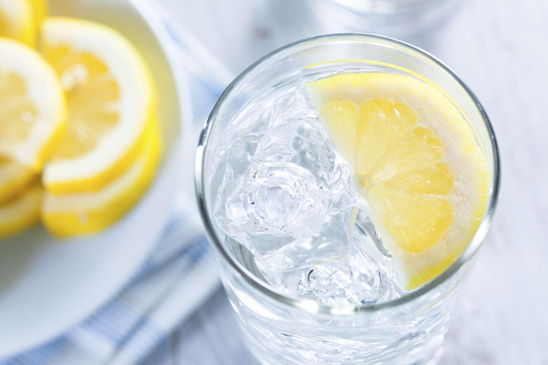 perfitimet-shendetesore-te-konsumimit-te-ujit-me-limon