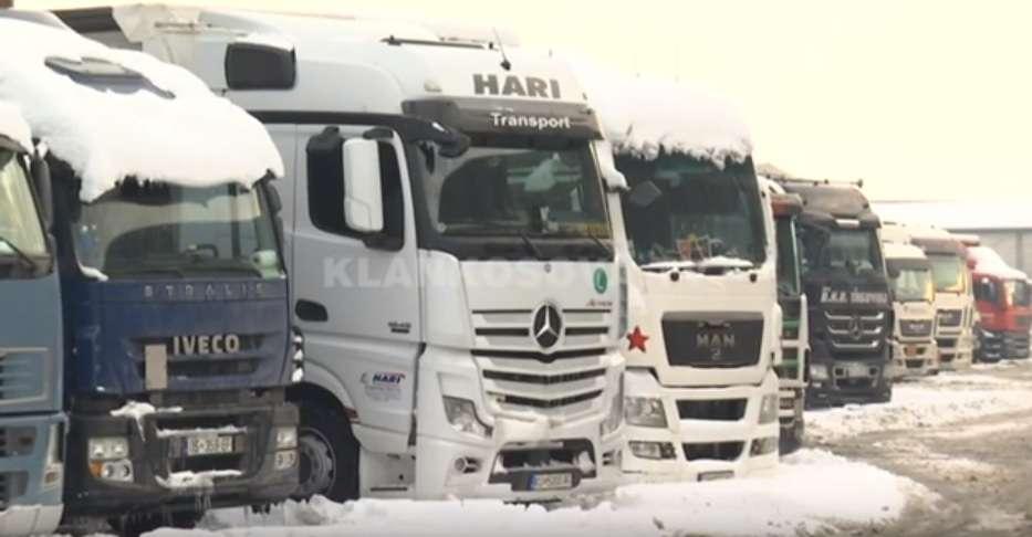 Transportuesit ankohen në kolegët e tyre nga Serbia