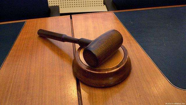 gjykateseve-dhe-prokuroreve-ne-bavari-iu-ndalohet-bartja-e-shamise