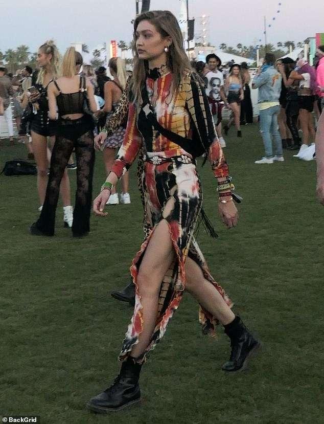 Image result for Gigi Hadid rikthehen stilin e '70-ve në natën e dytë të Coachellas