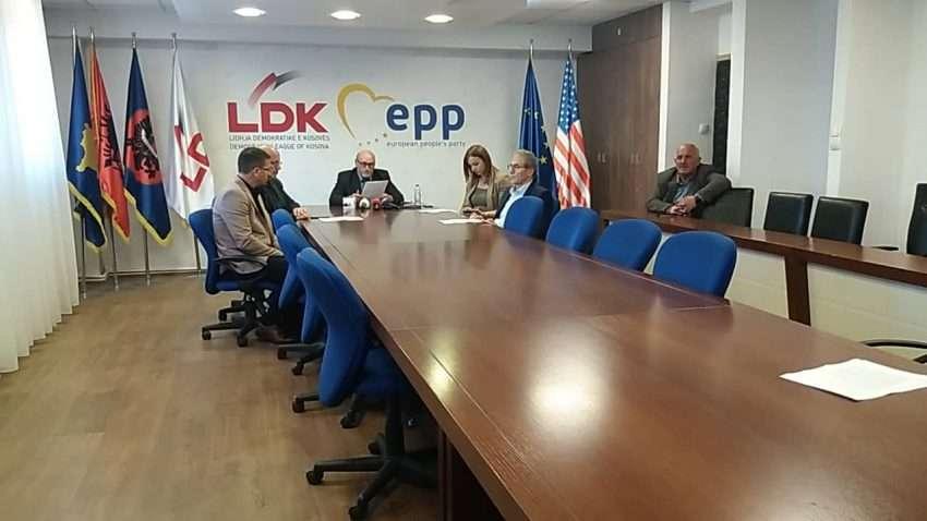 LDK  Ahmeti dështoi të zgjidhë problemin e parkingjeve dhe transportit