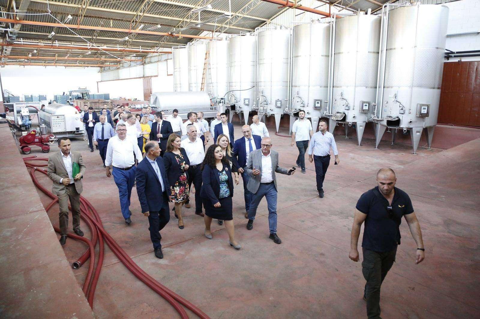Avdullah Hoti  Bizneset kosovare do të marrin frymë lirshëm