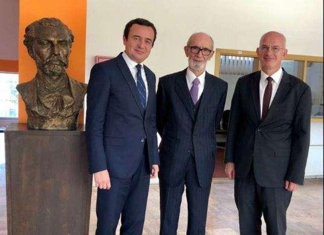 Albin Kurti dhe Sabri Kiçmari takuan dje Rexhep Qosjën