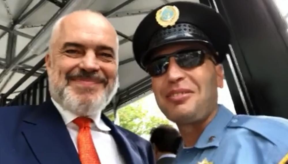 Rama takon policin kosovar në New York  Kosova ruan derën e OKB së