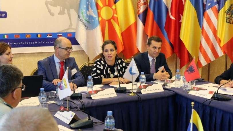 Shqipëria në drejtim dy nismave rajonale  Xhaçka kërkon Kosovën