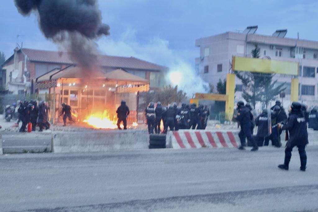 Te Astiri  gaz lotsjellës dhe arrestime të banorëve protestues