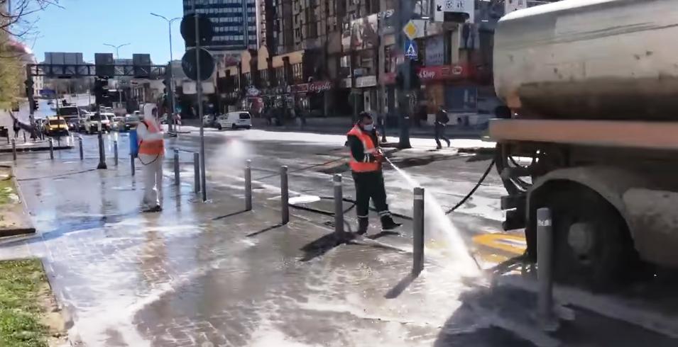 Në Prishtinë dezinfektohen rrugët dhe hapësirat publike për herë të dytë