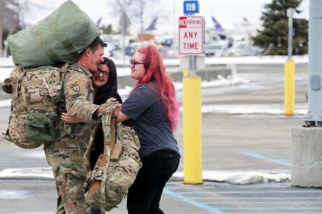 150 ushtarë amerikanë përfundojnë misionin në Kosovë  kthehen në SHBA