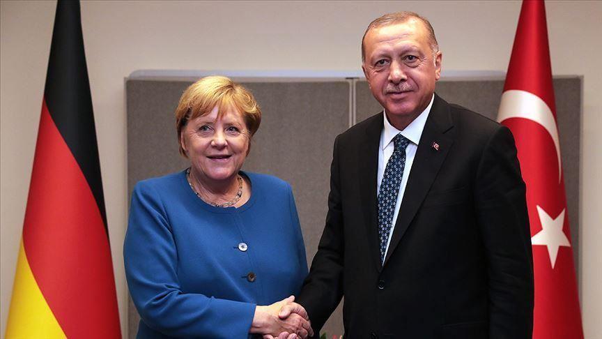 Merkel liderja e preferuar e kosovarëve, Erdogan i dyti