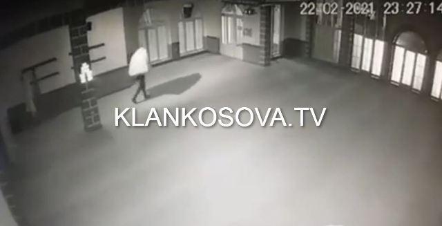 Thyhet nga hajnat xhamia me dy minare në Gjakovë (VIDEO)