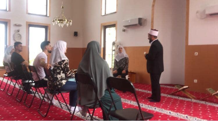 Dy franceze konvertohen në fenë islame në xhaminë e fshatit Strellc i Epërm në Deçan